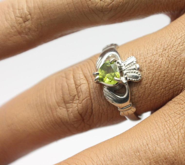 Jewelry - Claddagh Ring, Ladies Silver And Green Peridot Claddagh Ring