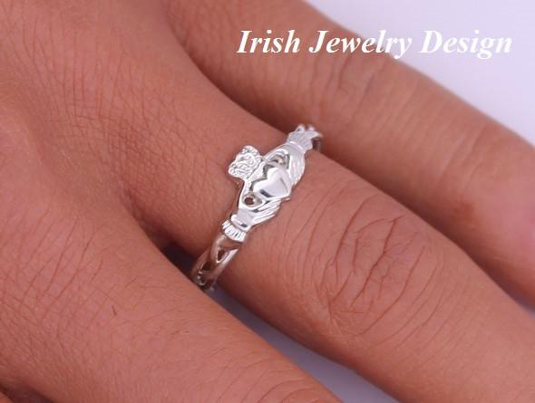 Jewelry  - Claddagh Ring, Ladies Silver Claddagh Ring On Celtic Rope Band.