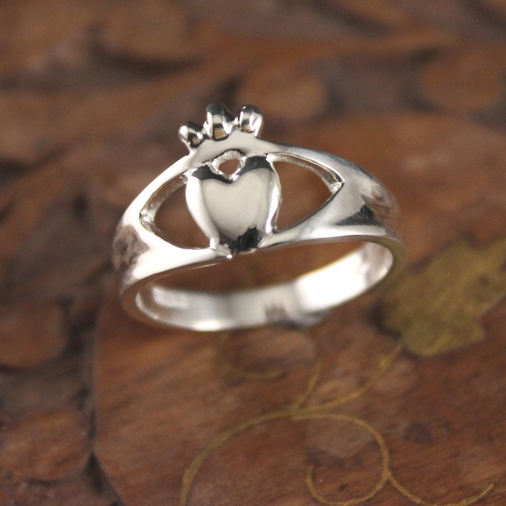 Jewelry - Claddagh Ring, Ladies Silver Modern Claddagh Ring