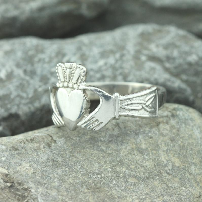 Claddagh ring, Mens silver Claddagh ring with celtic engraved ...