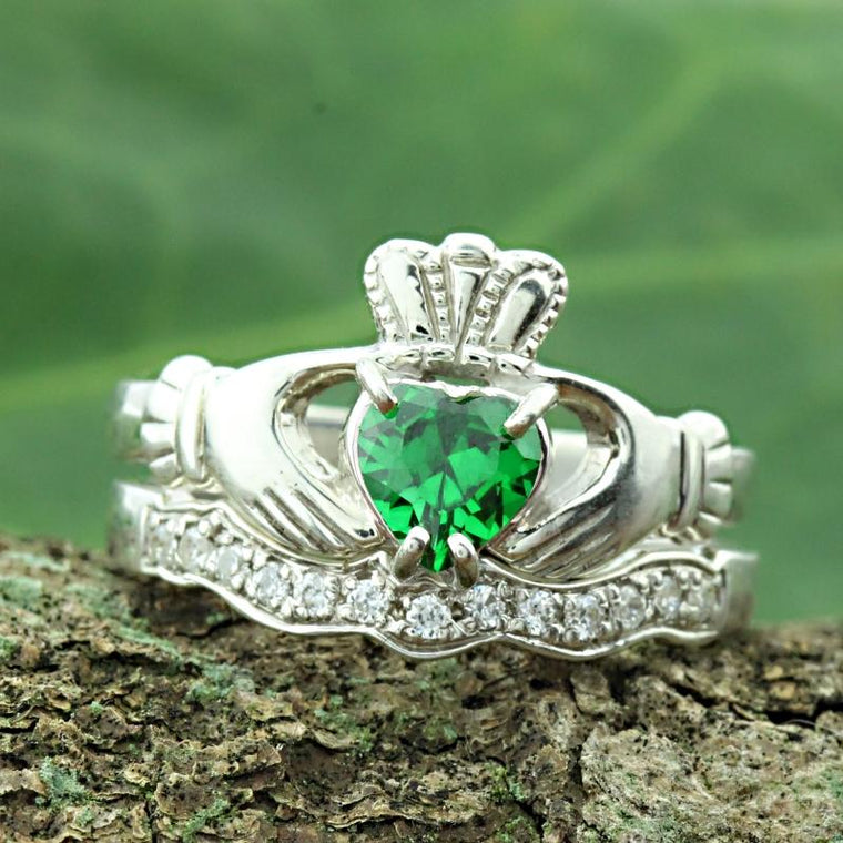 Jewelry - Green Stone Claddagh Ring And Matching Stone Set Band.