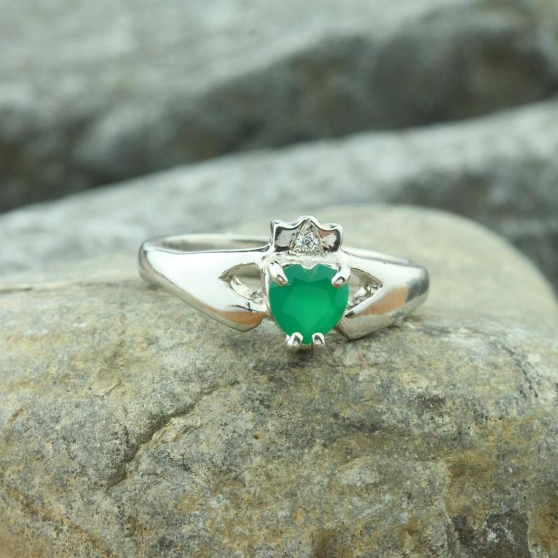 Jewelry - Ladies Diamond And Green Agate Gemstone Claddagh Ring.