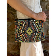 Load image into Gallery viewer, Abhaya Clutch