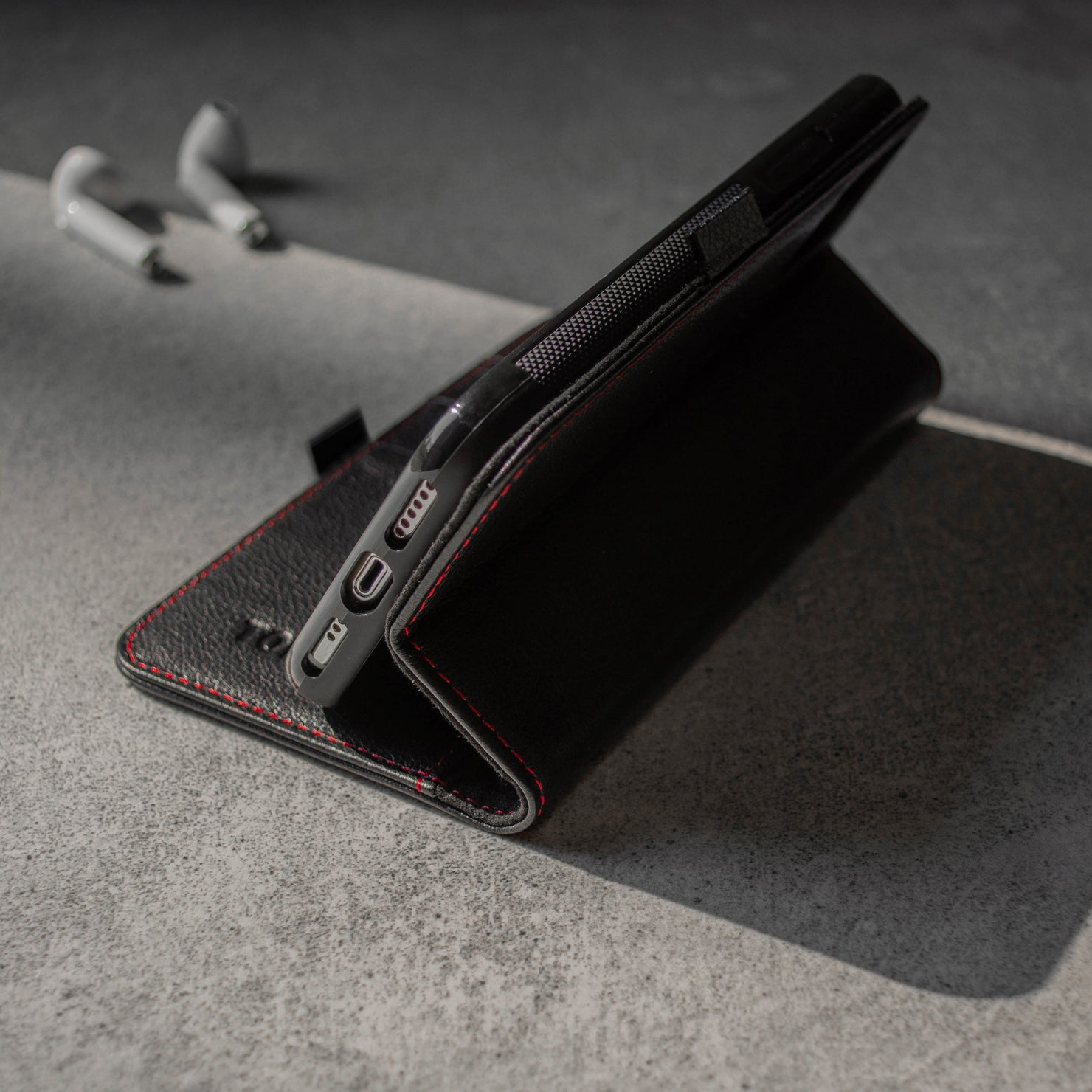 iPhone 11 Pro Max Leather Case - black with red detail 4