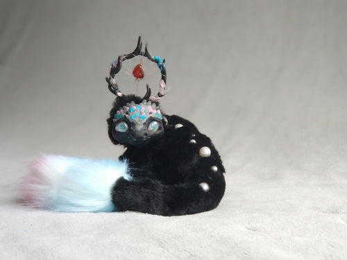 Pearl dragon posable art toy