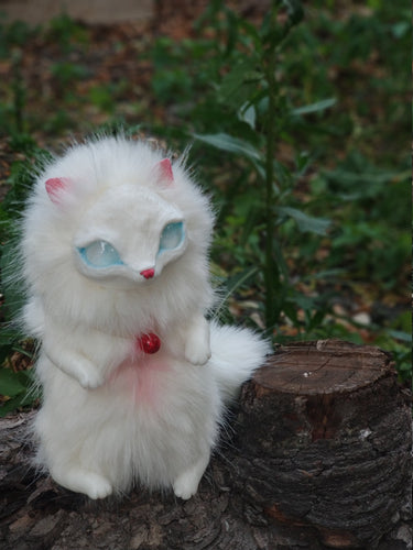 Albino cat-fox poseable art toy