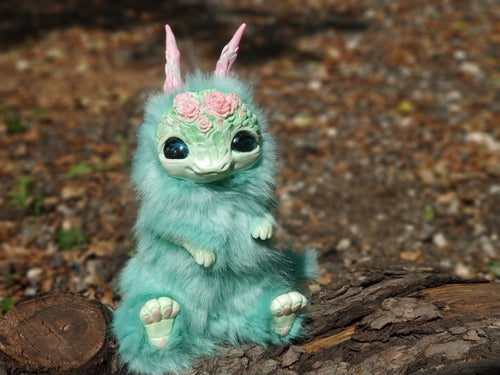 Frida the mint dragon poseable art toy
