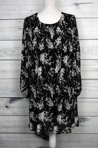 Pleated Leaf Silhouette Printed Dress - Black and White