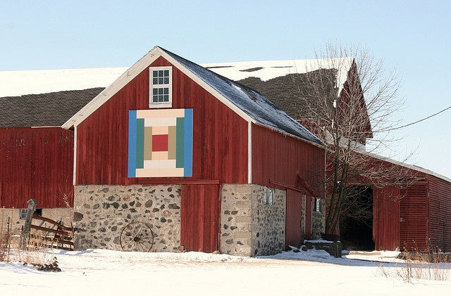 """""""Log Cabin"""" quilt block or """"Courthouse Steps"""""""
