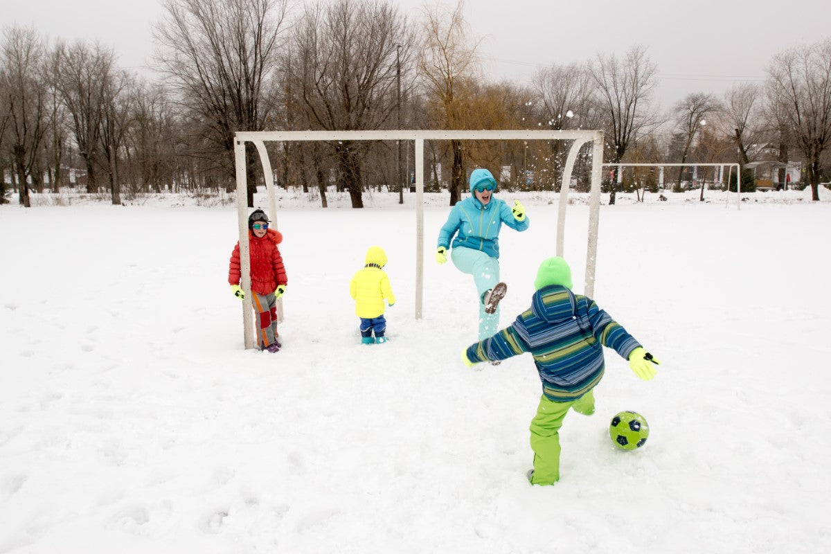 How to Keep Kids Warm in Winter Sports