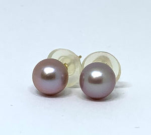 lavender pearl stud earrings in 14k yellow gold