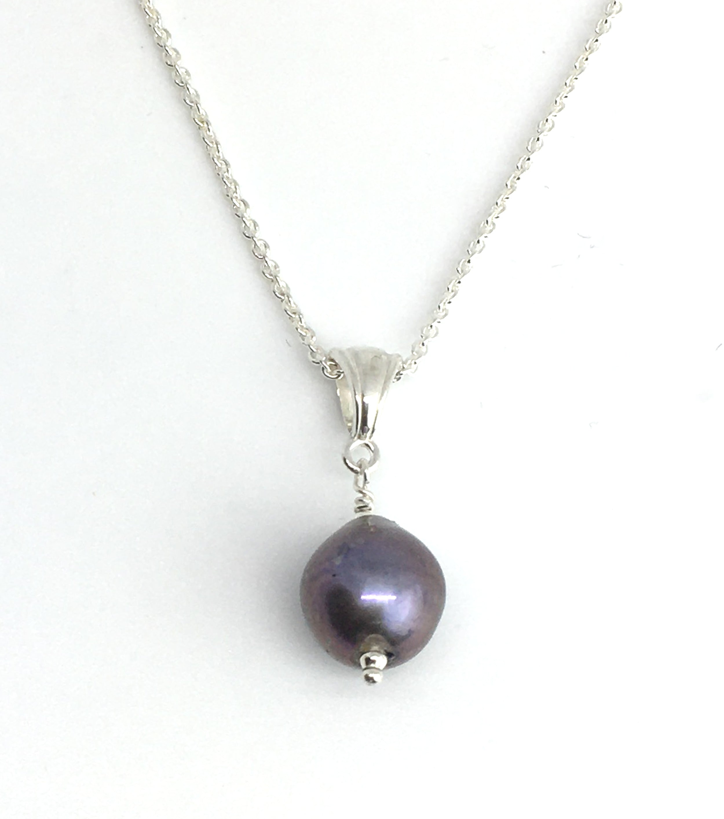 single peacock purple pearl pendant on sterling silver cable chain