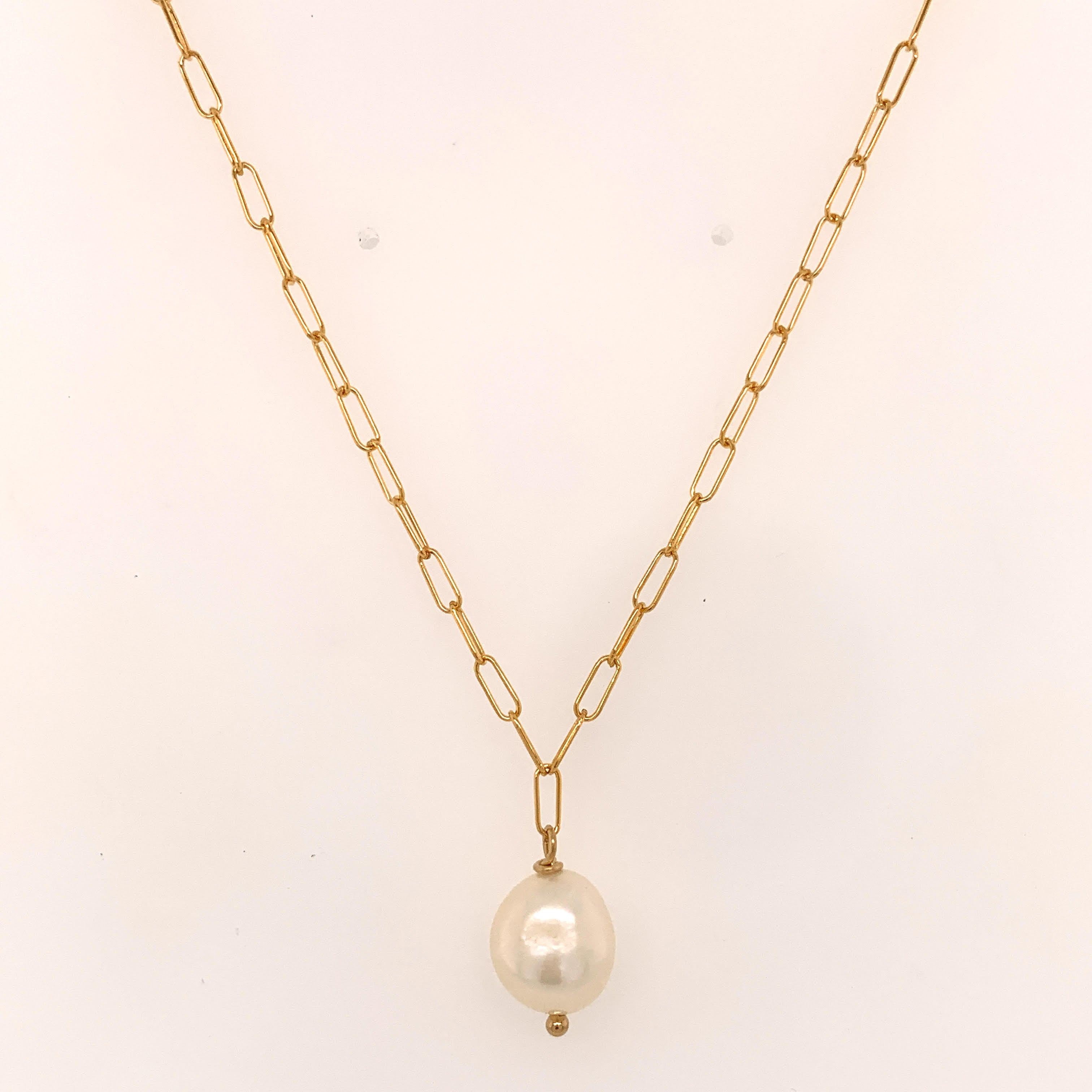 Simple Pearl and Gold Chain Necklace
