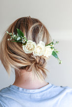 Load image into Gallery viewer, Floral Hair Comb