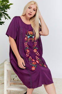 Plus Size Floral Embroidered Lace Trim Keyhole Back Short Sleeve Shift Dress.