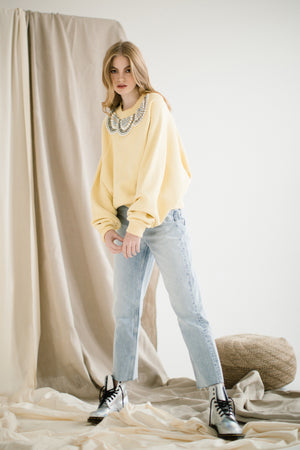 Canary-yellow sweatshirt with beaded ornament | Size S/M