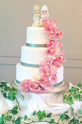 3 tier wedding cake with twin star