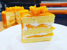 Load image into Gallery viewer, Fresh Mango Cake