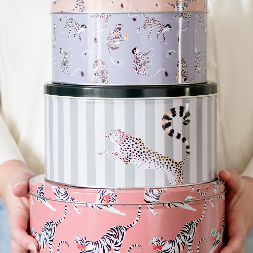 Load image into Gallery viewer, Set of three cake tins