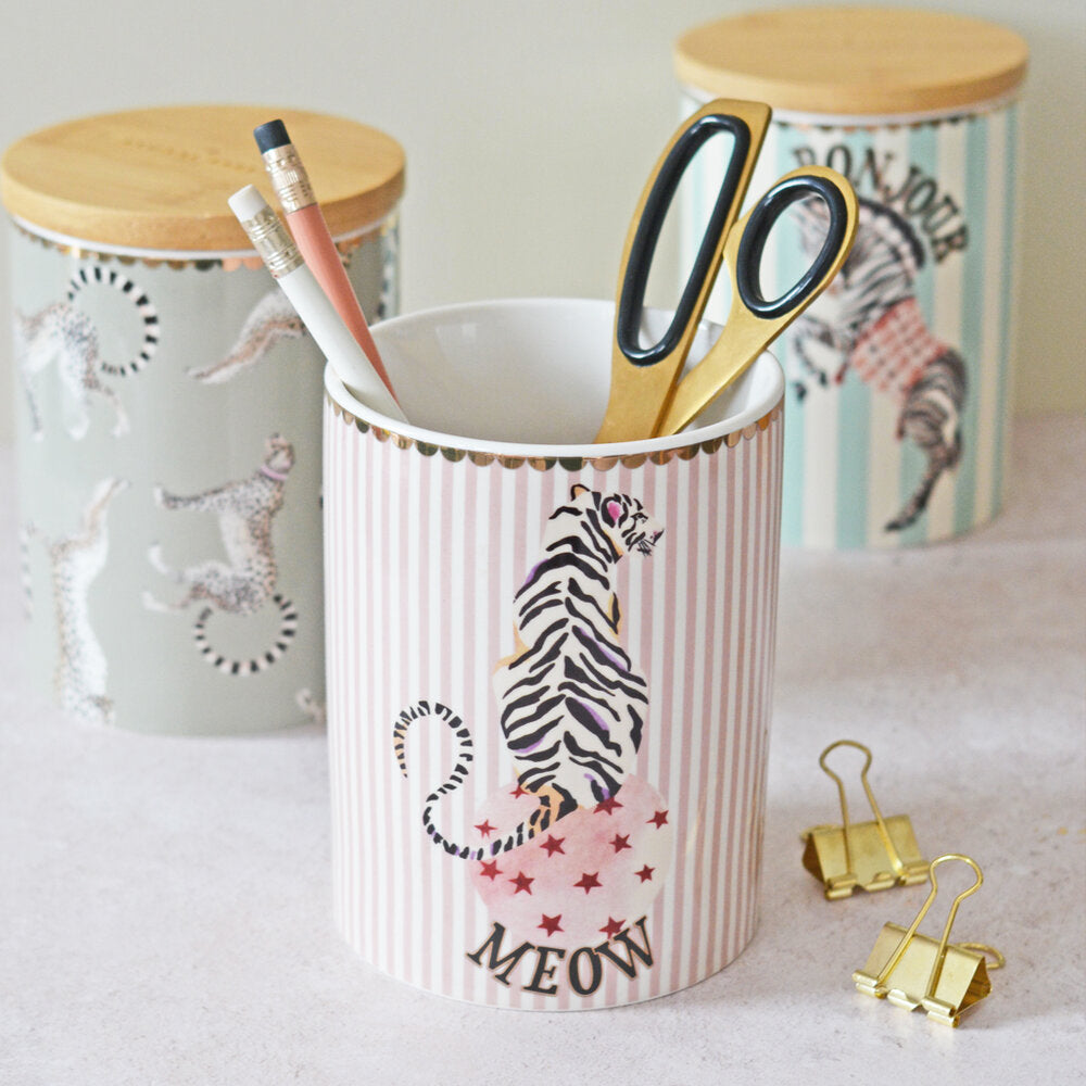 Tiger Storage Jar with stationary