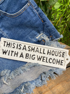 "Giftware - ""This is a small house with a big welcome"" Plack"