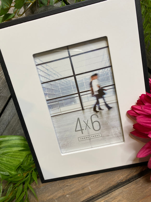 Giftware - 4X6 Black Frame