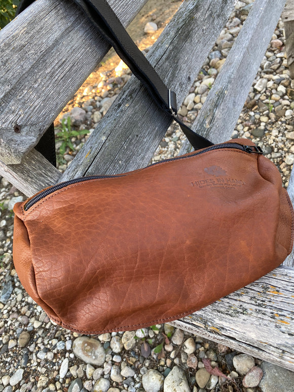Hides in Hand - Mens Traveler Bag in Buffalo Brown