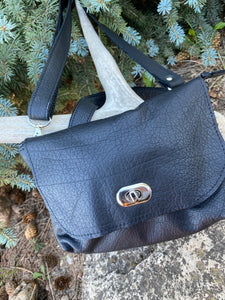 Hides in Hand - Chameleon Handbag in Black