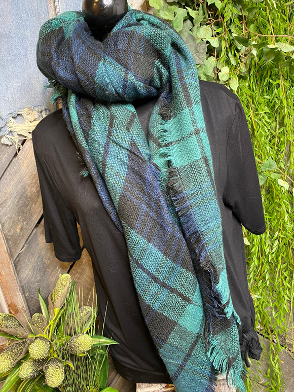 Blowout Sale - Scarf in Evergreen/Navy/Black Plaid
