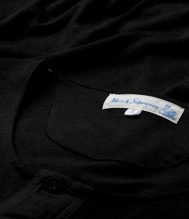 Merz b. Schwanen 103 Short Sleeve Henley (Deep Black)