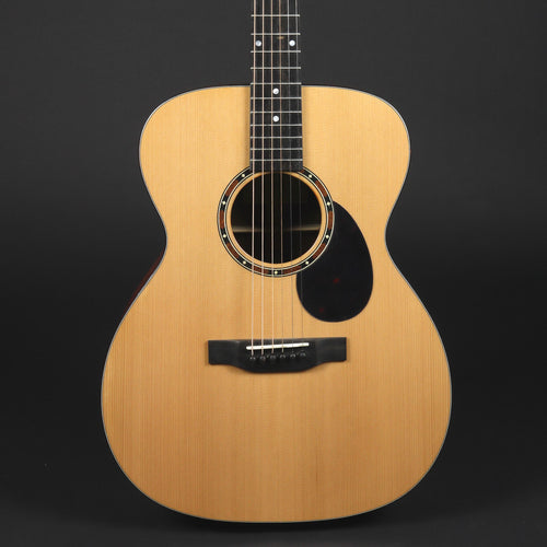 Eastman E2OM Cedar Top Acoustic Guitar