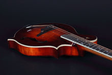 Load image into Gallery viewer, Eastman Md515/v Antique Amber F-Style Mandolin Mandolins