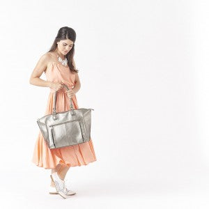 Lily_Tote_Pewter_Lifestyle_1024_px