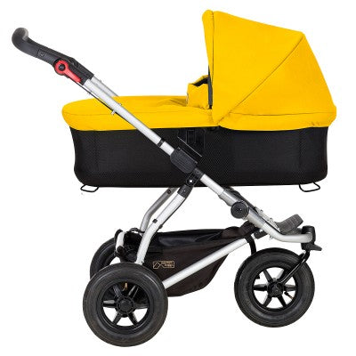 var-mb-storage-images-files-images-products-buggies-mb3-images-swift-swift_carrycot_lieflat-579195-1-eng-RW-swift_carrycot_lieflat
