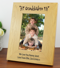 Load image into Gallery viewer, Personalised Oak Finish 4x6 Grandchildren Photo Frame