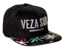 Load image into Gallery viewer, Half Floral Snapback VEZA SUR