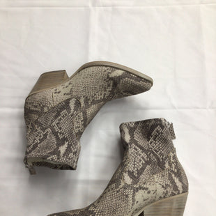 Primary Photo - BRAND: DOLCE VITA STYLE: BOOTS ANKLE COLOR: SNAKESKIN PRINT SIZE: 7.5 SKU: 111-111292-16715