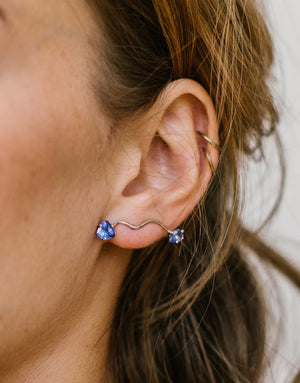 Earring for left ear, in 18K white gold and Tanzanite stones.
