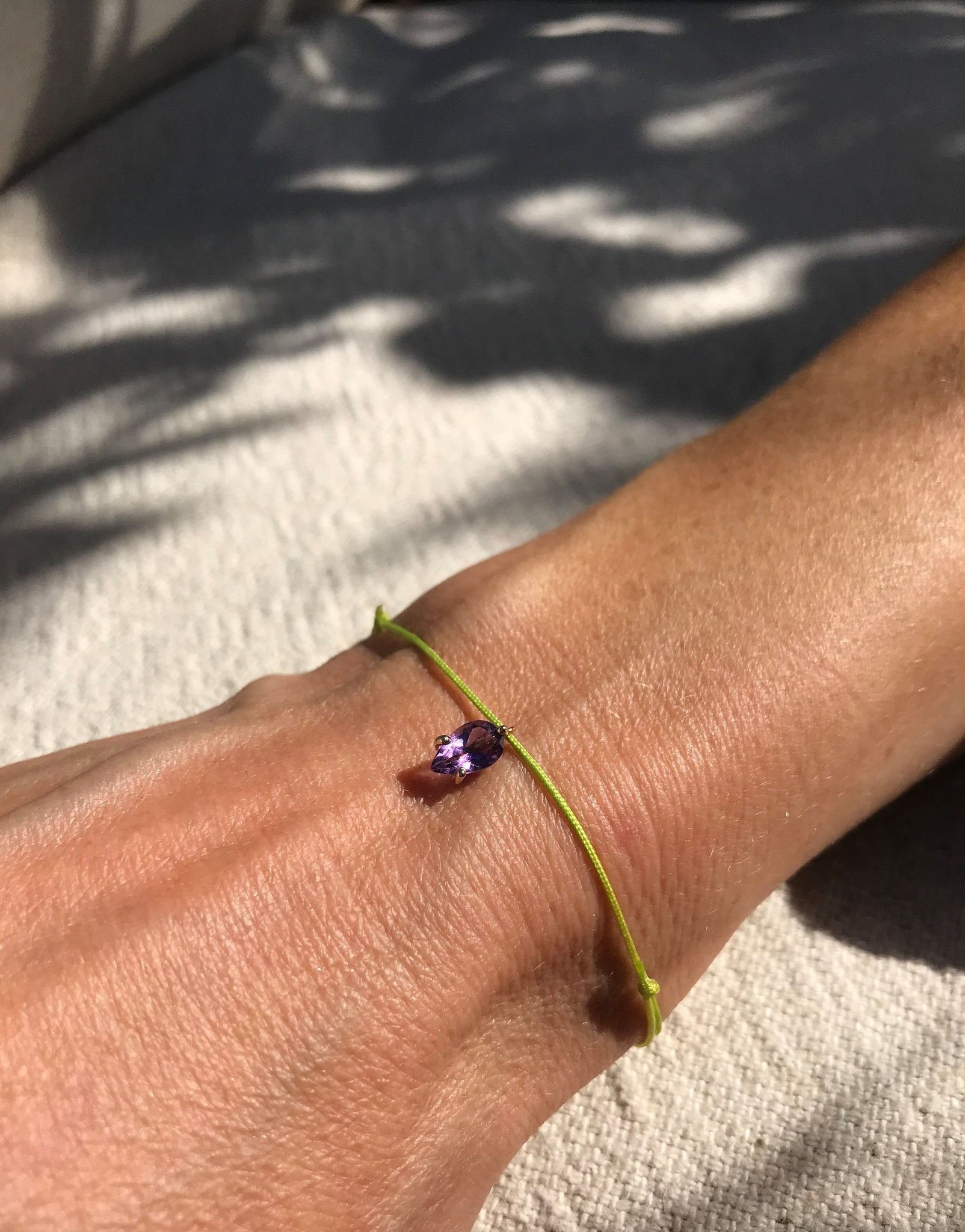 Bracelet with green silk thread and amethyst - silk bracelet amethyst - Nayestones