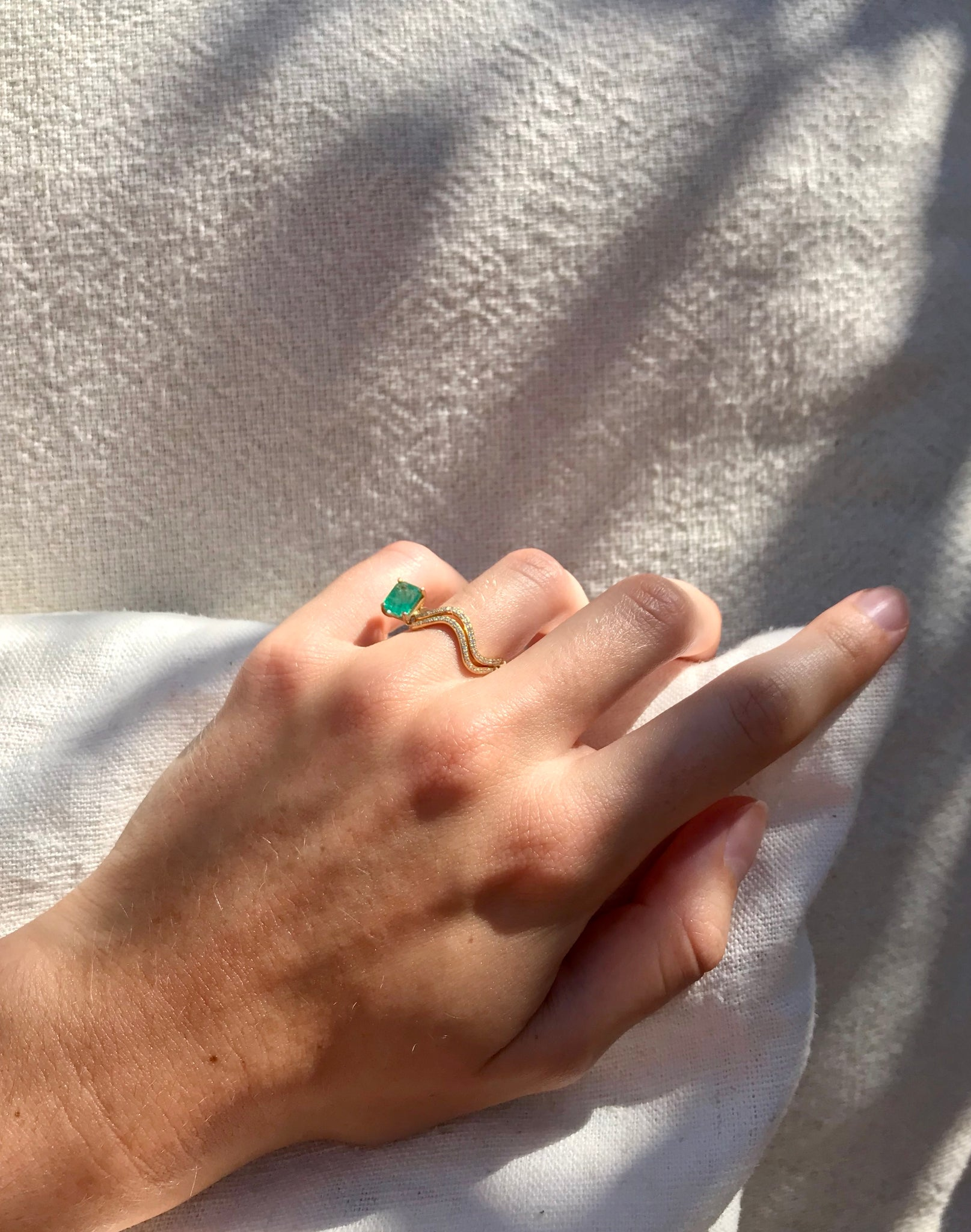 Ring 18K gold diamonds and emerald - Petite comete ring emerald an diamonds- Nayestones