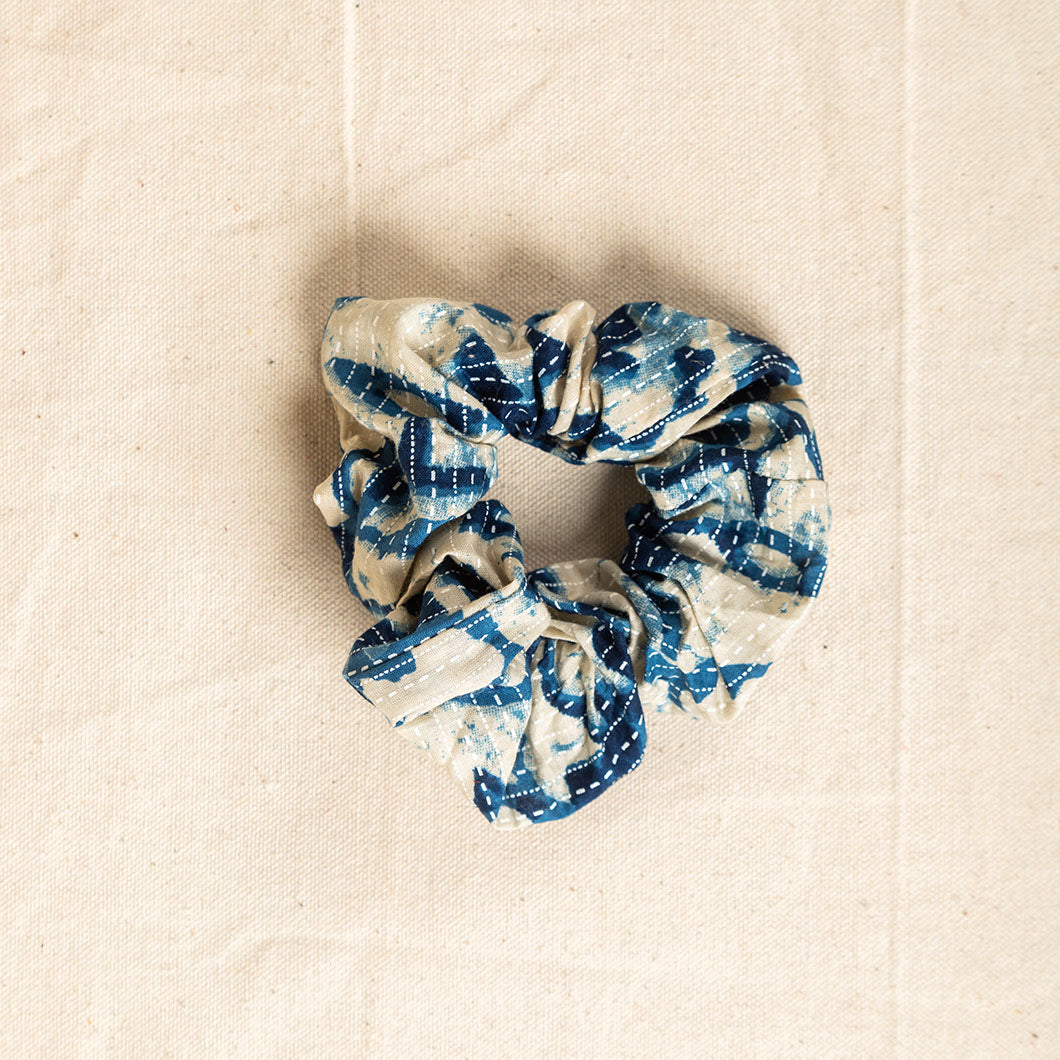 FABRIC SCRUNCHIE - BLUE PRINT
