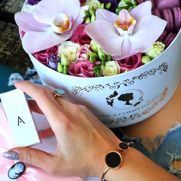 Savoni Boutique fragrance jewellery diffuser bracelet Eclipse rose gold with flower box and essential oil box