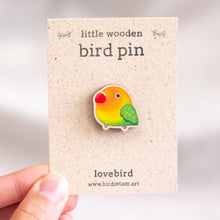 Load image into Gallery viewer, Small parrot pin