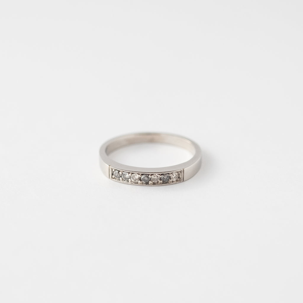 Anillo Tiny Cintillo Salt and Pepper platino