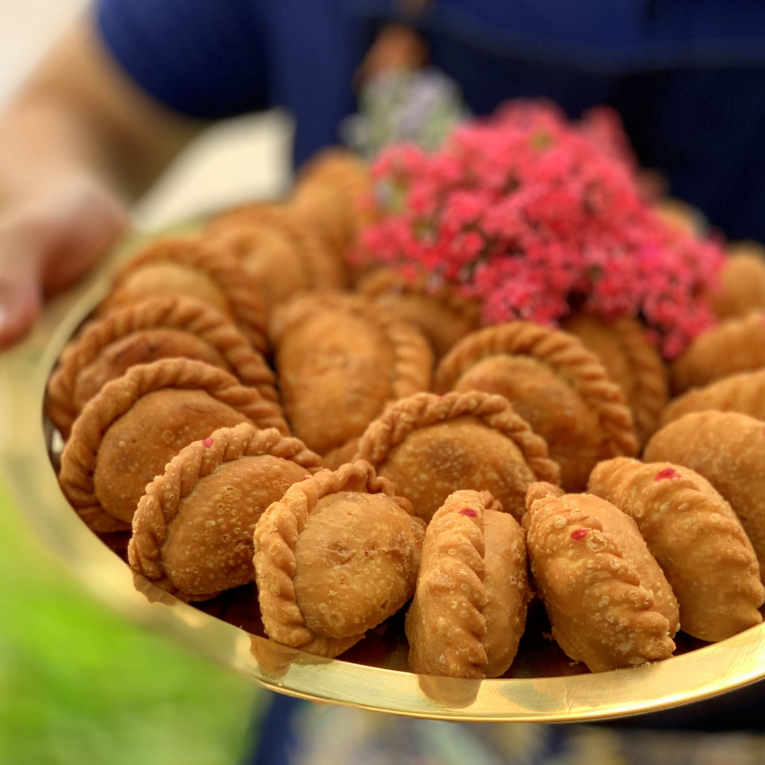 Handmade Gold Platter Curry Puffs Gold (22 pieces)