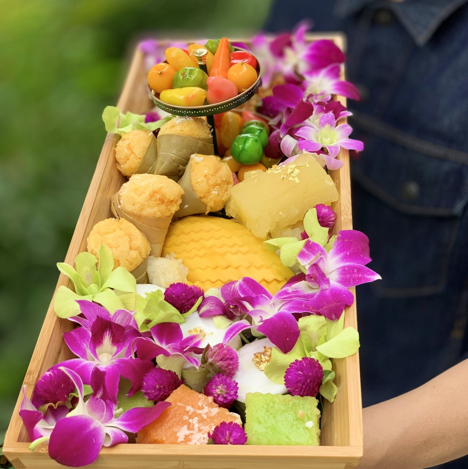 Ultimate Thai Delights XL floating tray (5-8pax)