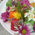 Load image into Gallery viewer, Nyonya Floral 'Bunga Oval' Kueh Platter (4pax)