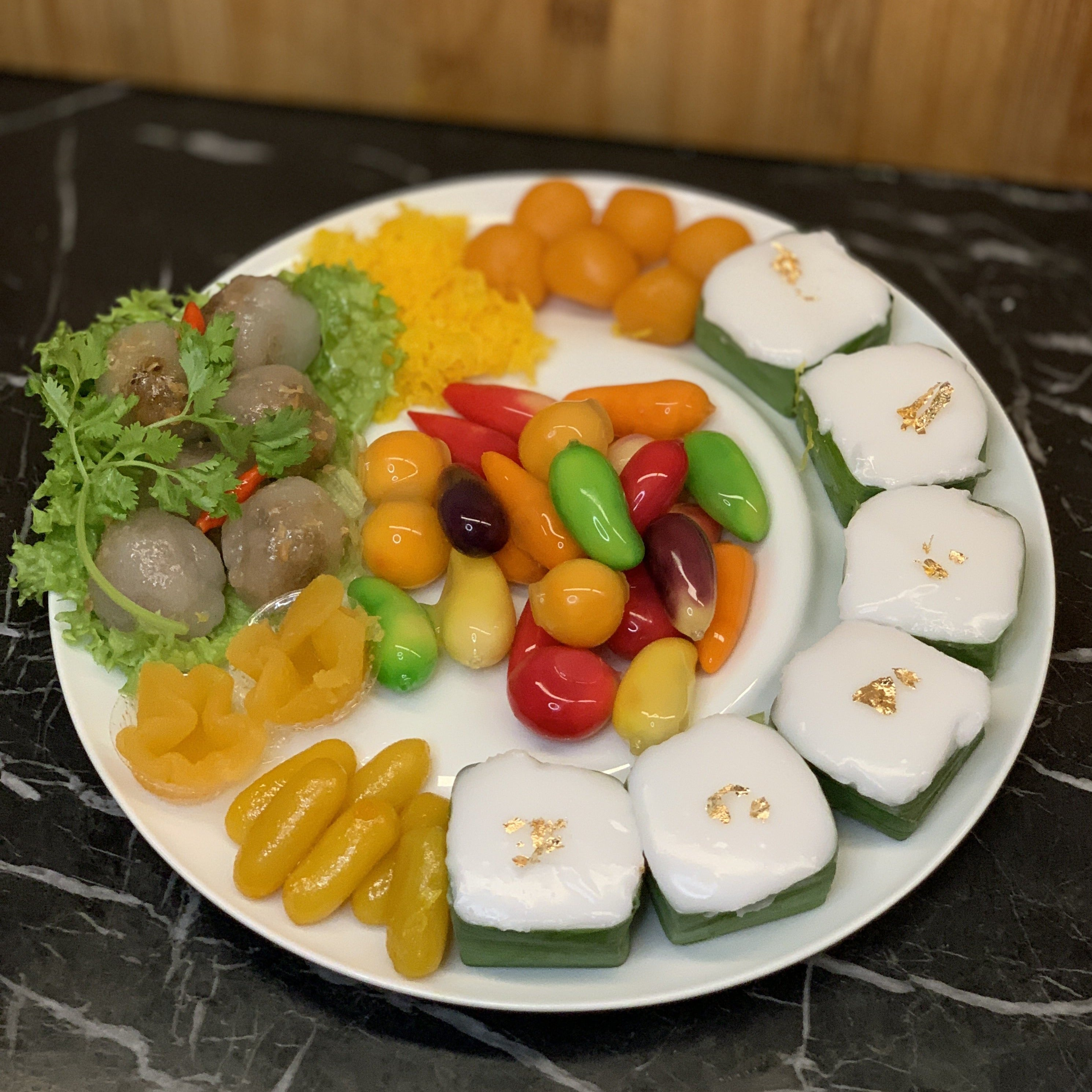 Lookchop Thai Assorted Dessert Platter  (4pax)
