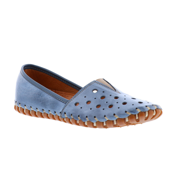 Women's GIULIA Slip-On Shoe in Baby Blue Leather