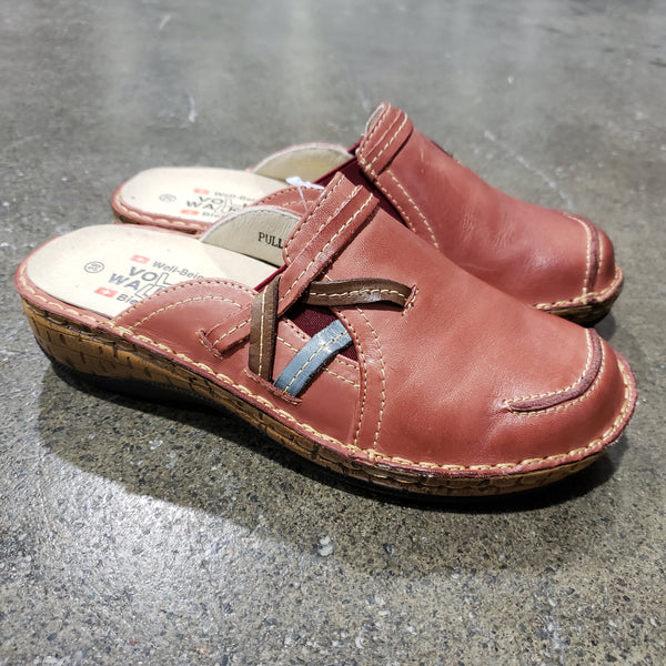 Women's PULLY Leather Clog in Jazzy Red